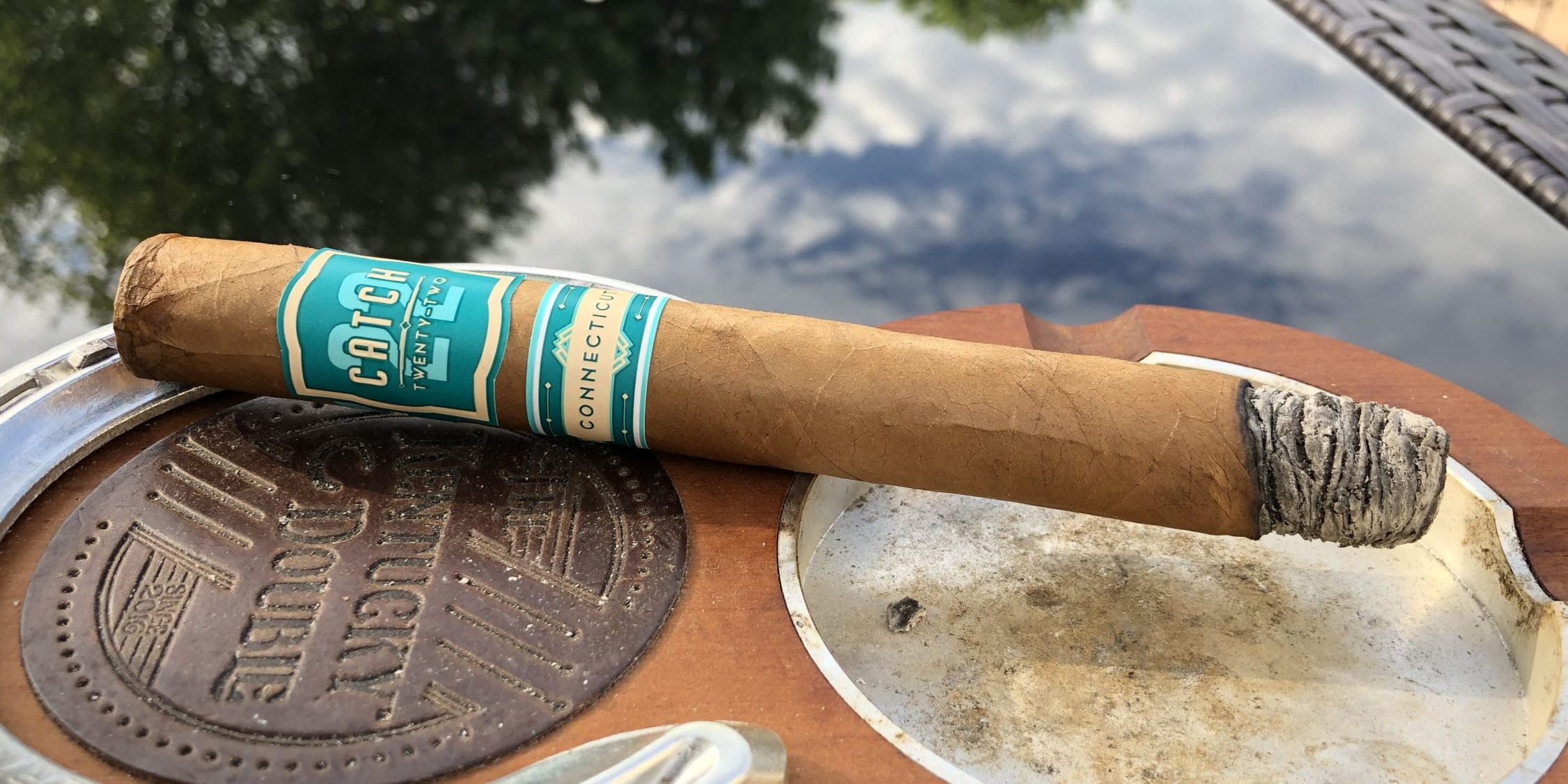 You are currently viewing Catch 22 Connecticut Double Corona Cigar Review