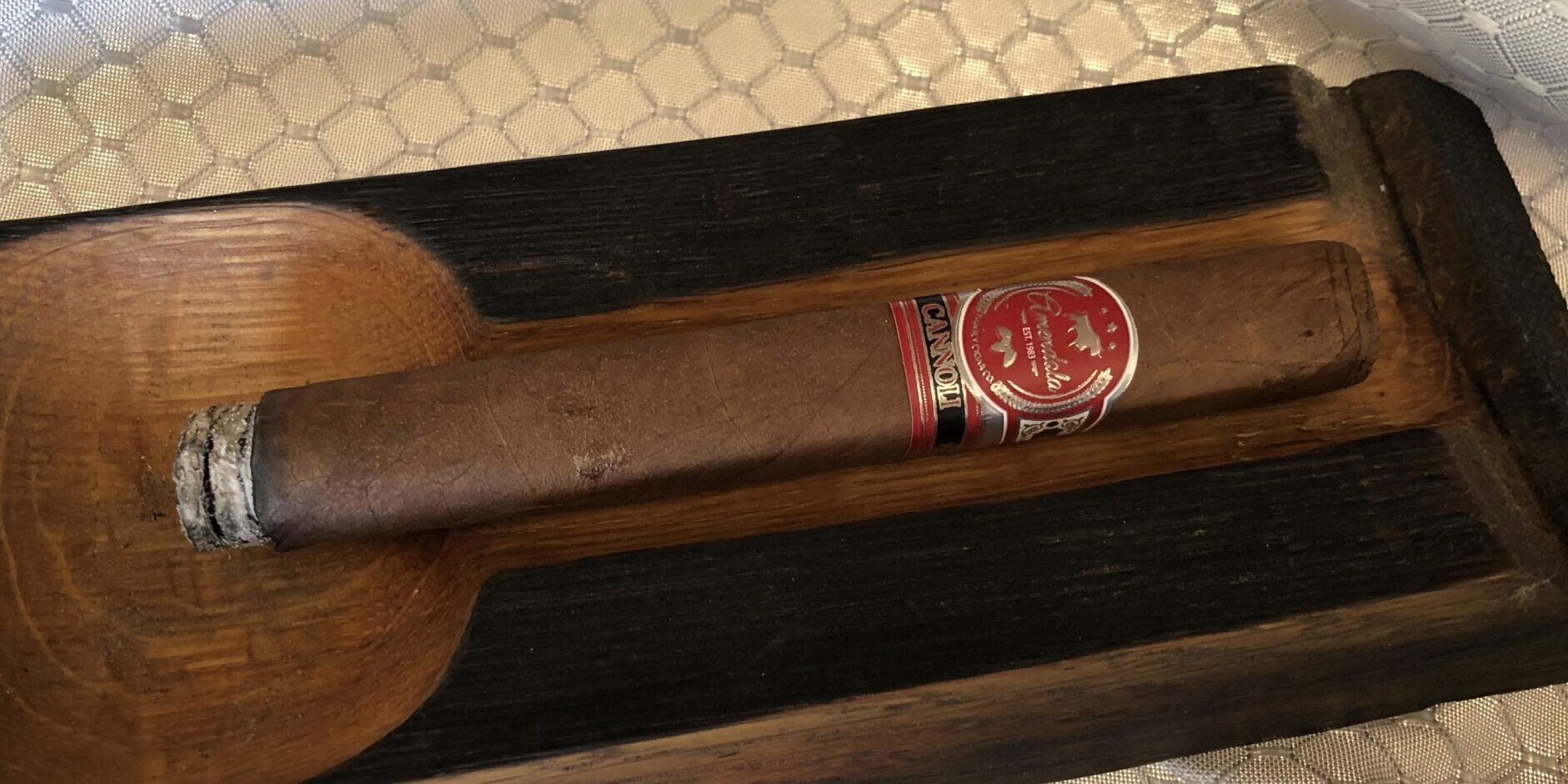 You are currently viewing Amendola Cigars The Cannoli Corona Cigar Review