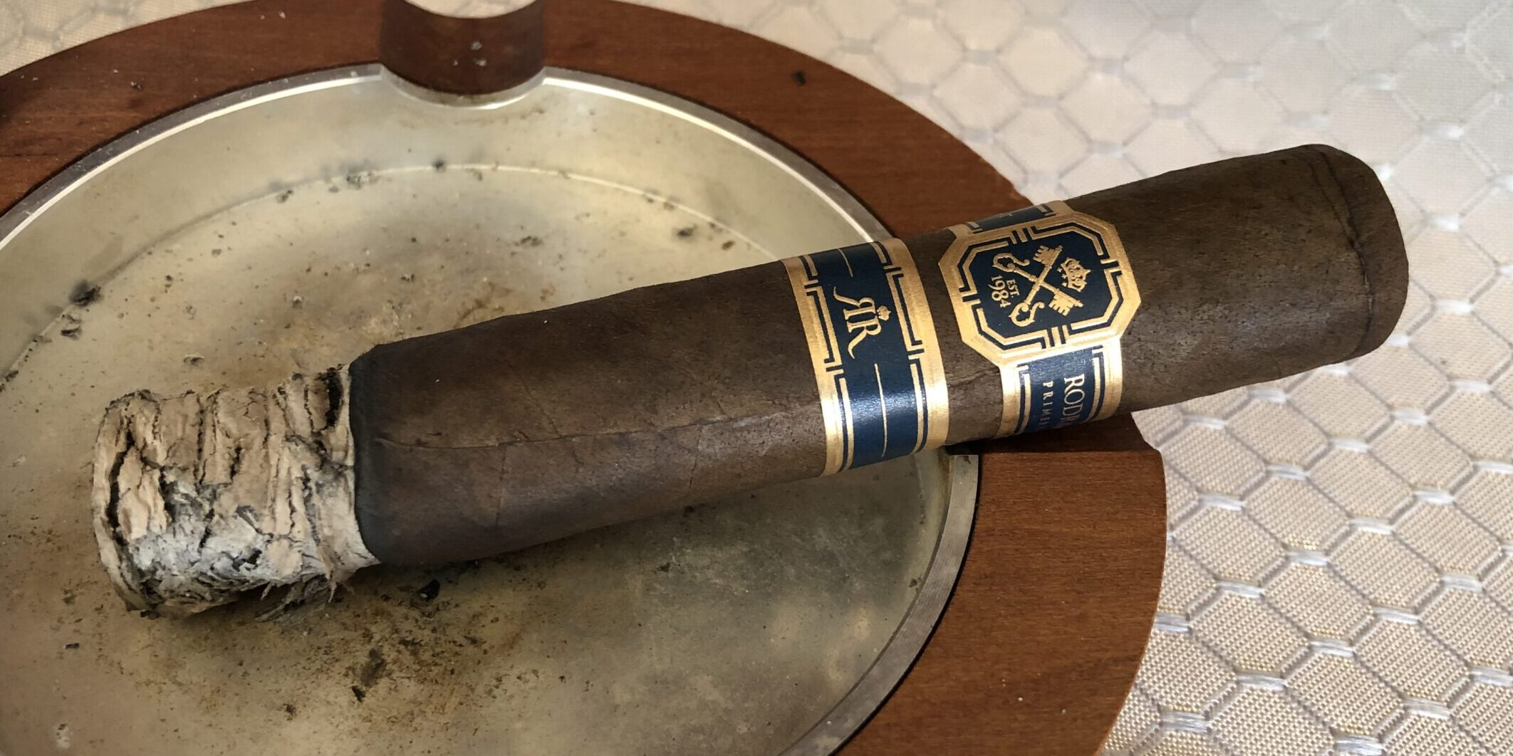 You are currently viewing Rodriguez Primera Clase Rare Reserve Perfecto Cigar Review