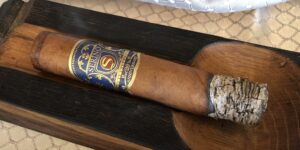 Read more about the article Serino 20th Anniversary Royale Medio Robusto Gordo Cigar Review