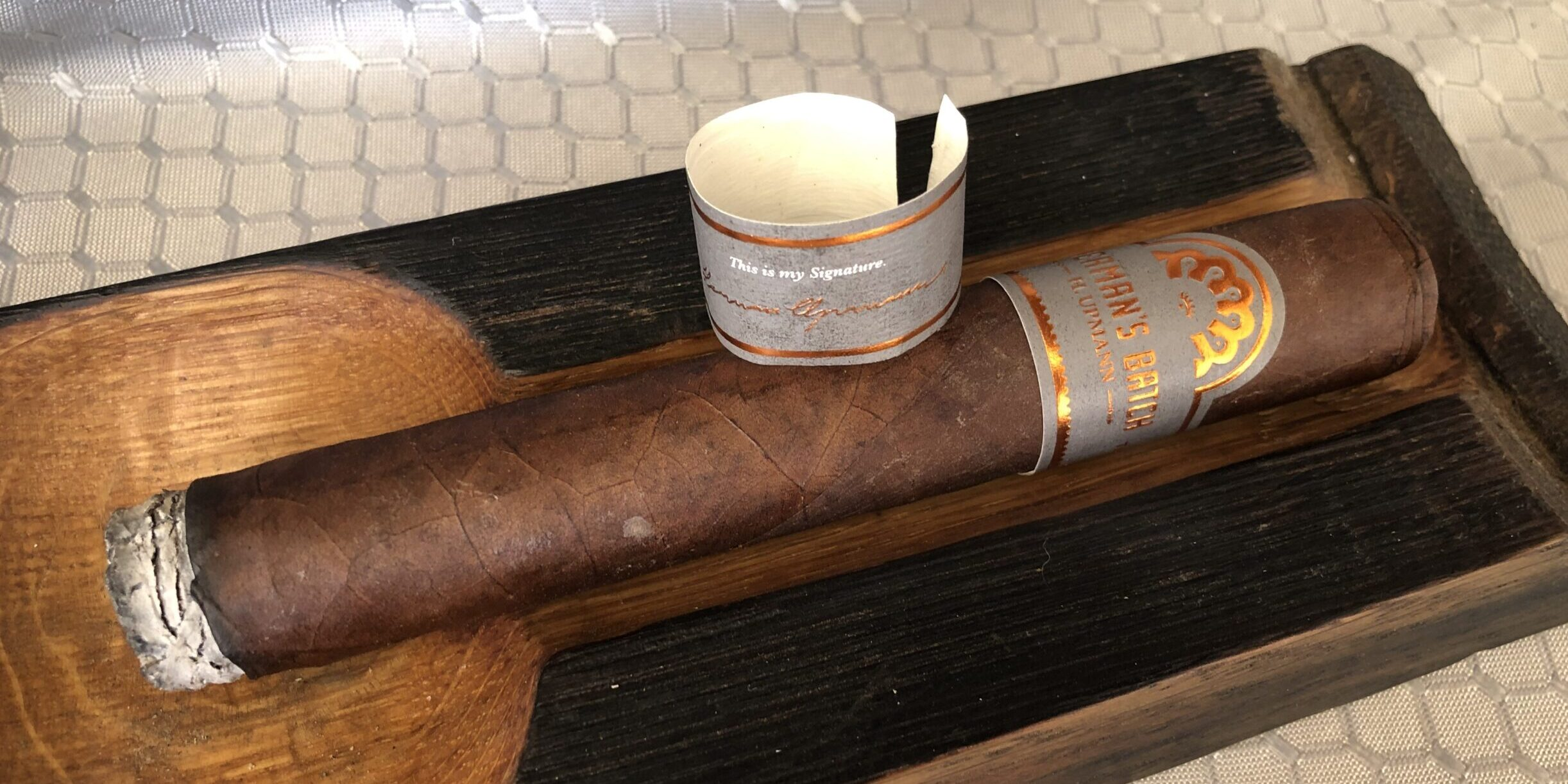You are currently viewing H. Upmann Herman's Batch Toro Cigar Review