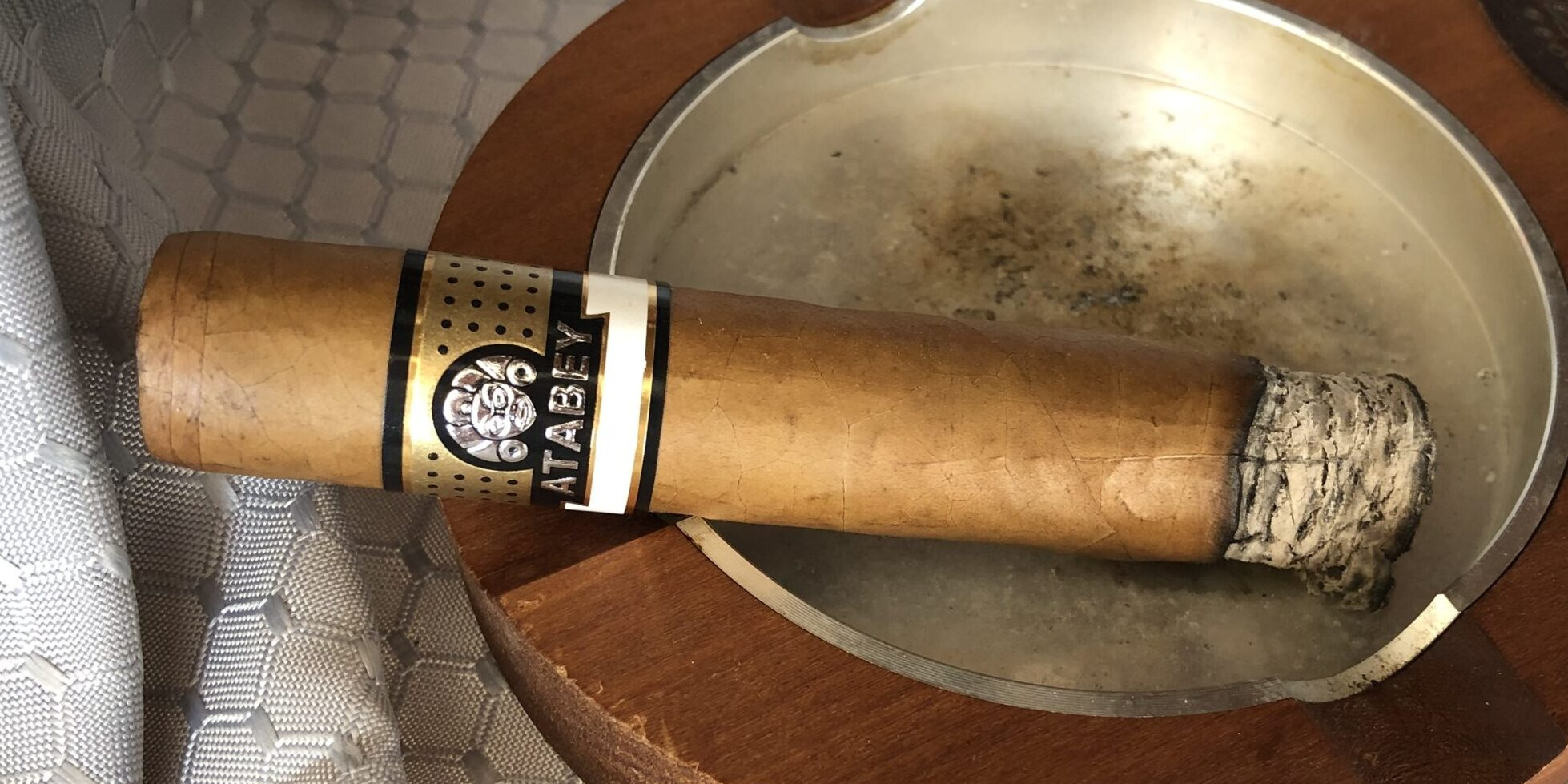 Read more about the article Atabey Brujos Robusto Cigar Review