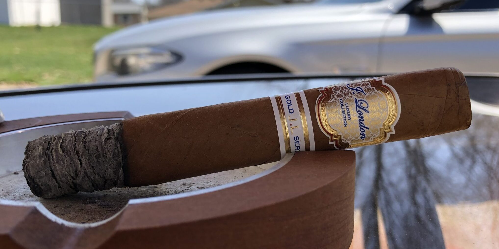 You are currently viewing J. London Gold Series Box-Pressed Robusto Cigar Review