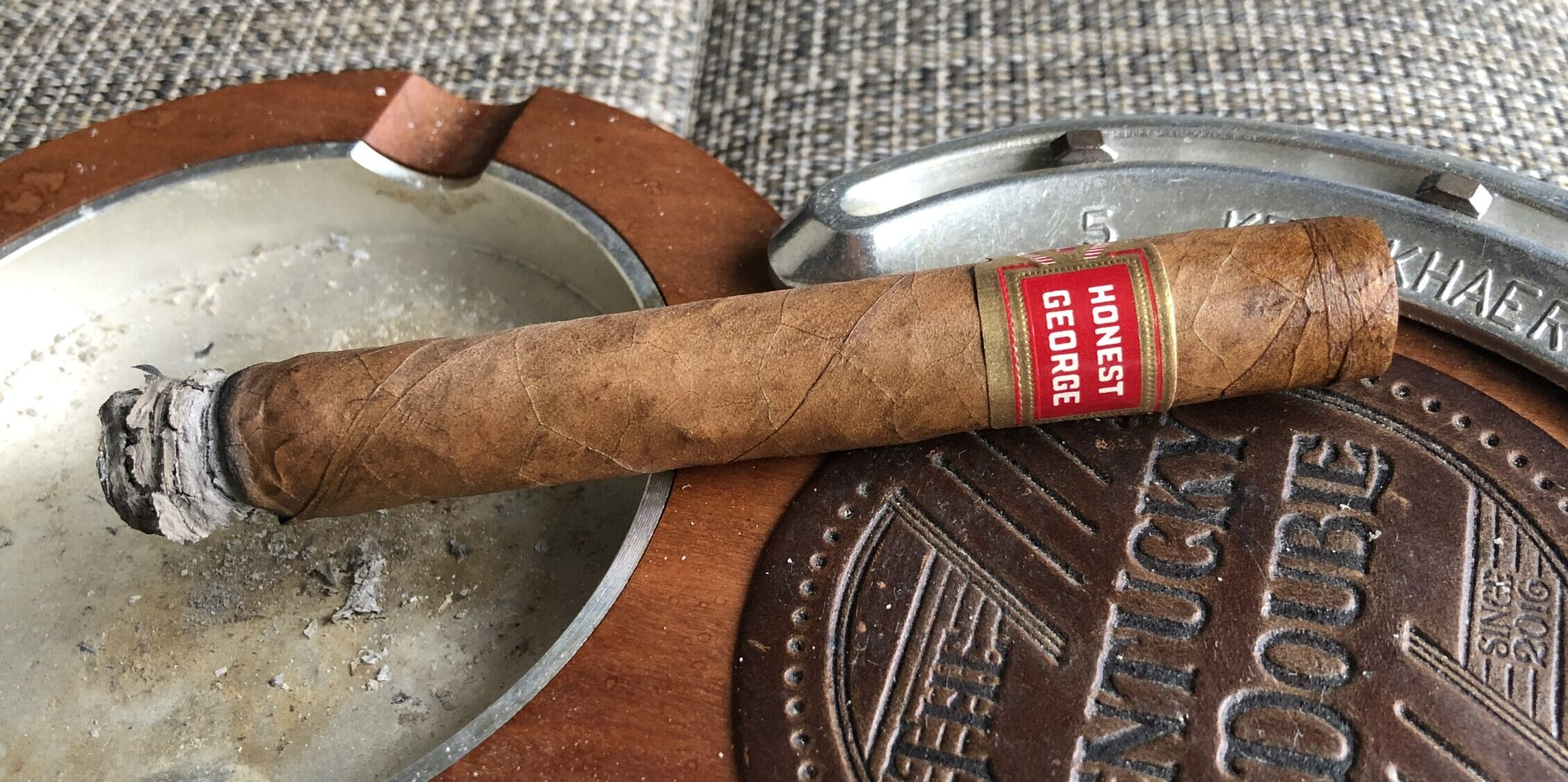 Read more about the article Honest George Corona by Vintage Fresh Cigar Review