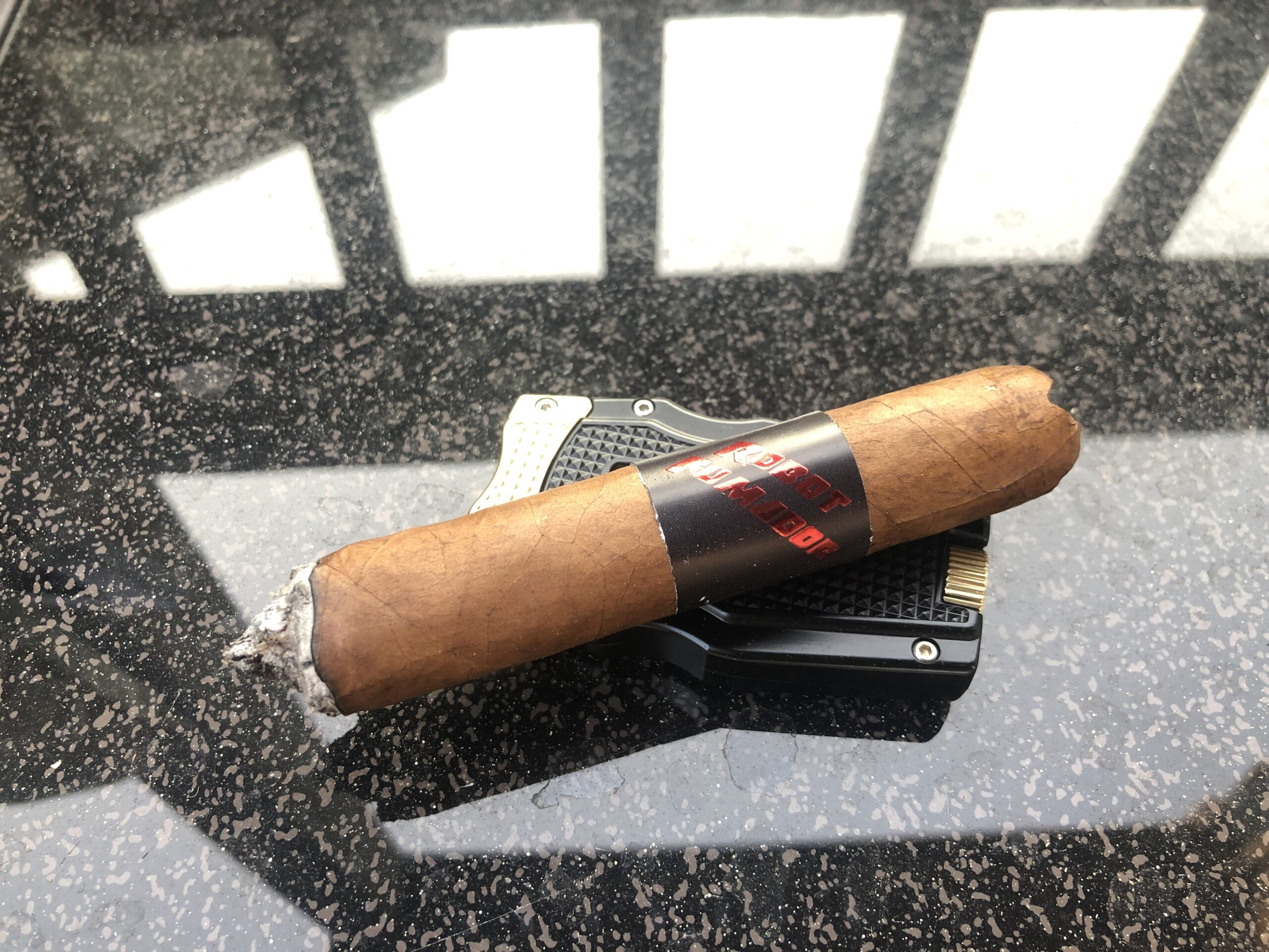 Read more about the article Mr. Robot Fumador Robusto Cigar Review