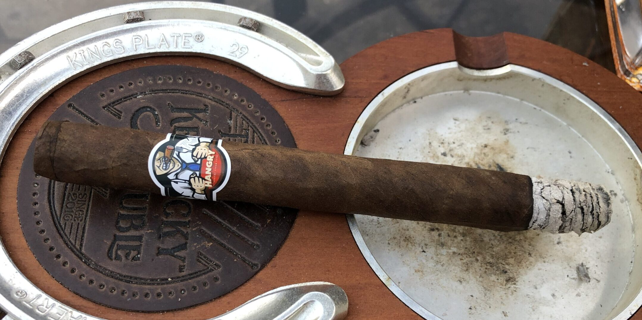 Read more about the article Luxury Cigar Club Hangry Lancero by Martinez Cigars Cigar Review